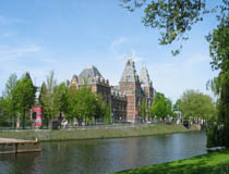 http://www.amsterdam.info/img/museums/museum_rijksmuseum_canal_view_wide.jpg