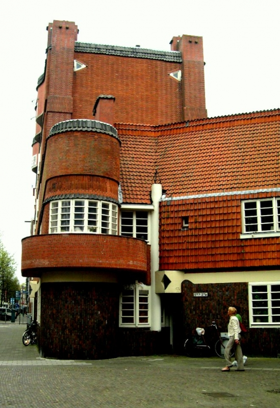 The amsterdam school style of architecture 1915 1940 for Low cost apartments amsterdam