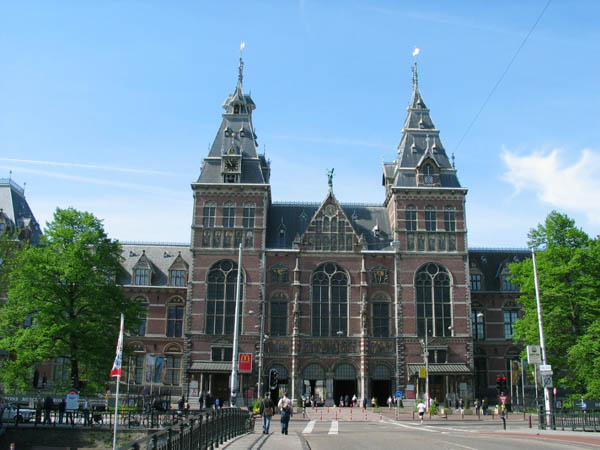 rijksmuseum front view in amsterdam